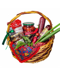 Rich and elegant food basket is a great gift either for a single person or even a big family!